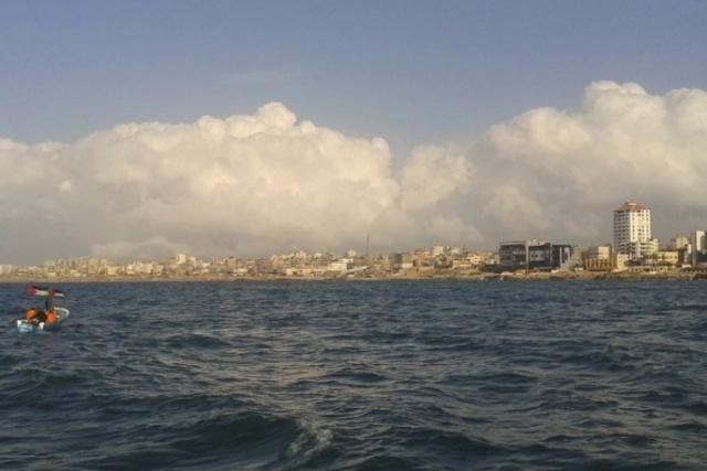 إغلاق بحر غزة بعد إصابة صيادين بفعل الأمواج العالية