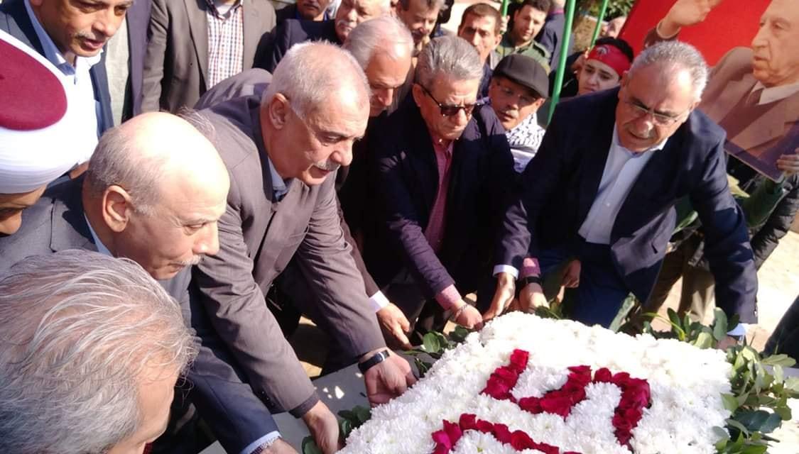 اكاليل ورد على اضرحة الشهداء في بيروت بالذكرى الخمسين لانطلاقة «الديمقراطية»