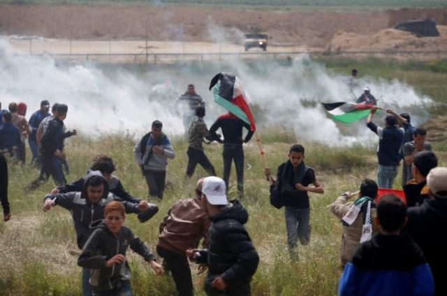 مركز حقوقي يرصد انتهاكات الاحتلال في الجمعة الـ 56 لمسيرات العودة