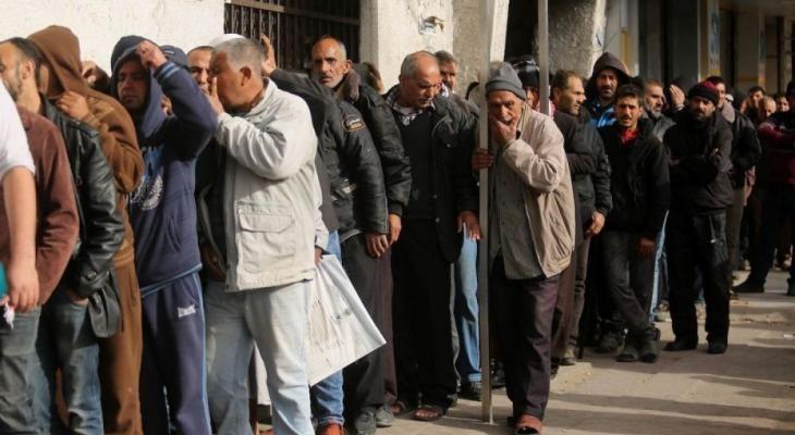 فقراء غزة يعضون على جوعهم بانتظار الوعود .. المؤجلة