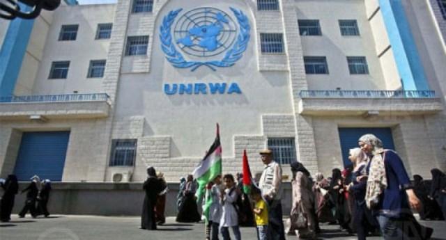 غزة .. وقفة احتجاجية رفضًا لفصل أونروا عشرات الموظفين