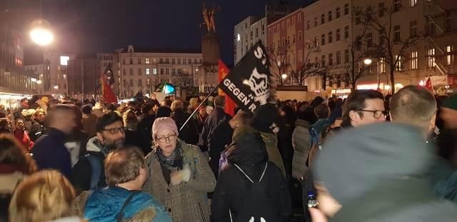 تظاهرة جماهيرية حاشدة في برلين استنكارا لجريمة هاناو النكراء
