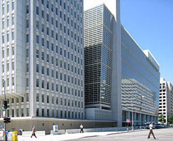 البنك الدولي : الاقتصاد الفلسطيني يواجه صدمة حادة ويجب إنقاذه من الانهيار