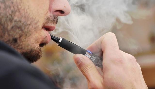 غزة  : الاقتصاد تمنع استيراد السجائر الإلكترونية إلى القطاع