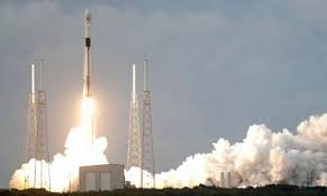 إطلاق القمر الصناعي عاموس 17 للفضاء