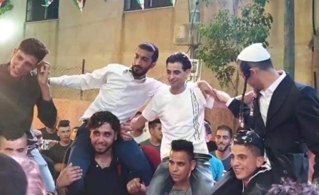 فصل راضي ناصر من منصبه لاسضافته مستوطنين في زفاف نجله غرب رام الله