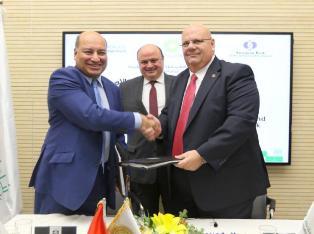 البنك الأوروبي لإعادة الإعمار يبدأ أولى استثماراته في فلسطين .. ومعايعة تبحث مع البنك سبل دعم القطاع السياحي