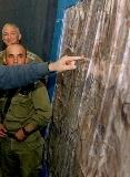 ميدل ايست افيرز : دحلان يحاول التخفيف عن غزة .. و نتنياهو قد يشن حربا للهروب من تحقيقات الشرطة