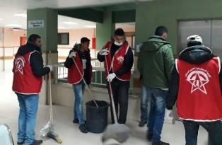 كوادر الجبهة الديمقراطية يشرعون بحملة نظافة لمستشفى شهداء الأقصى وسط قطاع غزة