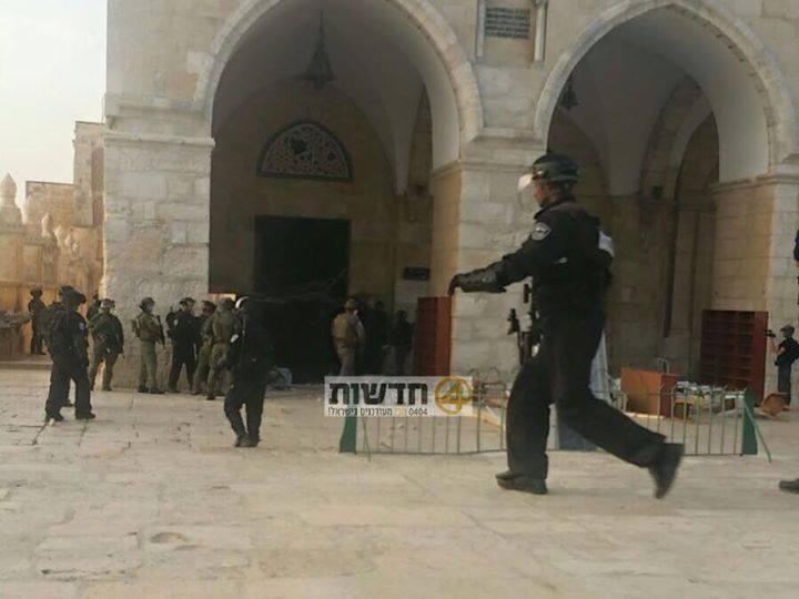المستوطنون يقتحمون الأقصى والاحتلال يداهم مقبرة في القدس