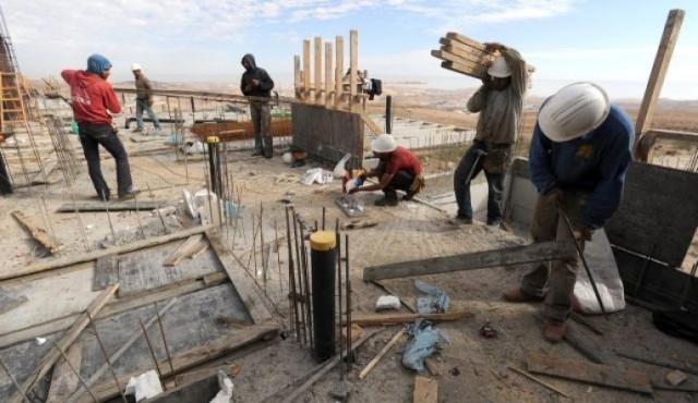 الاحتلال يخطط لادخال الاف العمال الغزيين للعمل في المستوطنات