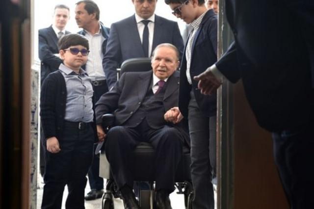 أبوتفليقة يؤجل الانتخابات في الجزائر لأجل غير مسمى ولن يترشح لفترة خامسة