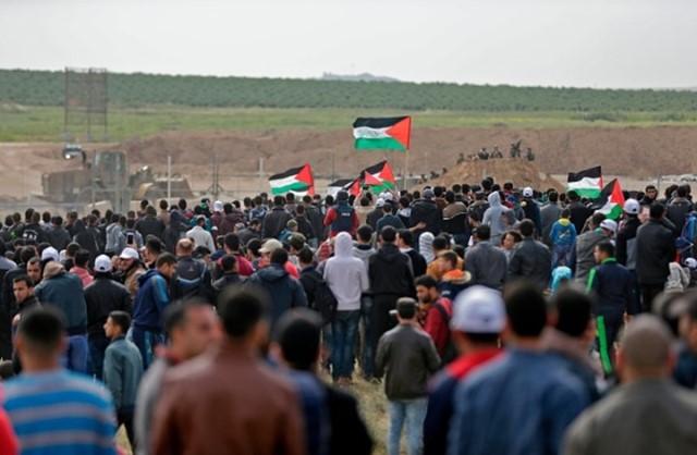 «المركز الفلسطيني» يدين استمرار قوات الاحتلال في ارتكاب الجرائم ضد المتظاهرين