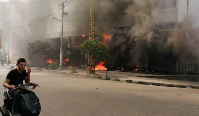 إحراق مصارف في طرابلس وبيروت بعد تحطيمها من قبل المحتجين