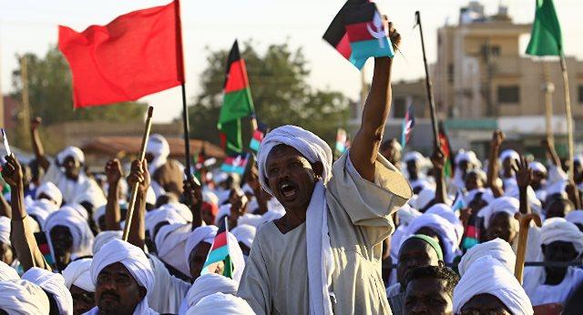 احتجاجات بالخرطوم والشرطة تقمع المتظاهرين
