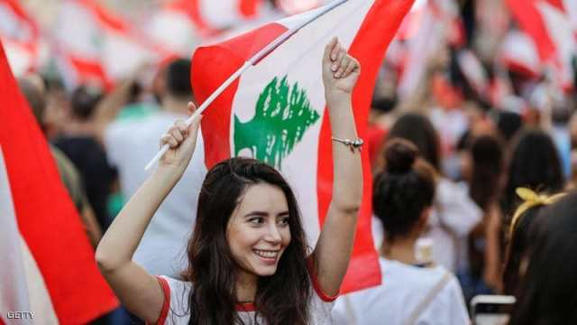 انتفاضة لبنان تدخل يومها الـ13 ومخاوف من أزمة طحين ومحروقات
