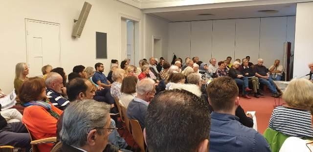 هامبورغ : عقد  لقاءات سياسية مع أعضاء البرلمان الألماني عن حزب اليسار