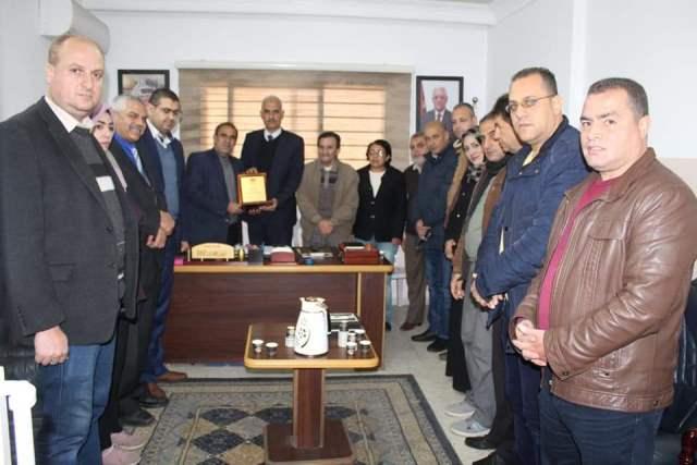 وفد من نقابة الصحفيين يكرم الزملاء  العاملين في هيئة الإذاعة والتلفزيون بغزة
