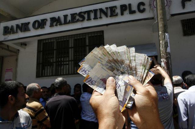 النقابة بغزة : على الحكومة صرف رواتب الموظفين دون انتظار المنحة القطرية