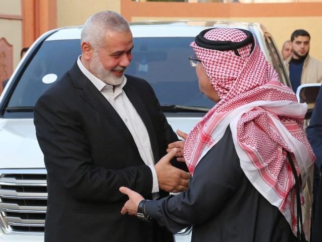 مصادر تكشف موعد زيارة السفير القطري لغزة .. وموافقة على تمويل خط كهرباء 161