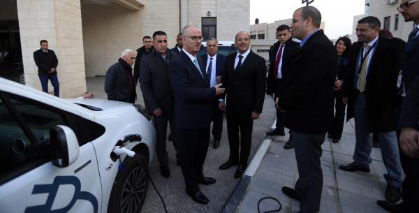 رام الله : ترحيب بتوفير سيارات كهربائية صديقة للبيئة