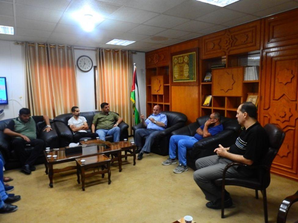 غزة : لقاء  لبحث سبل تسهيل استيراد إطارات السيارات من مصر