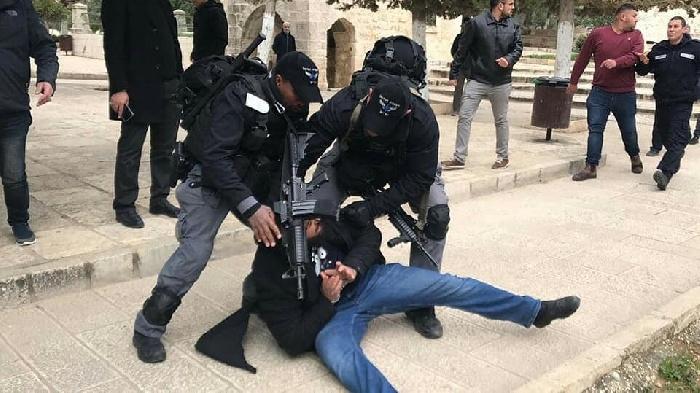 محكمة الاحتلال تصدر قراراً بإغلاق مصلى باب الرحمة