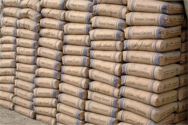 الاقتصاد بغزة: منع إدخال الاسمنت يفاقم من سوء الأوضاع المعيشية
