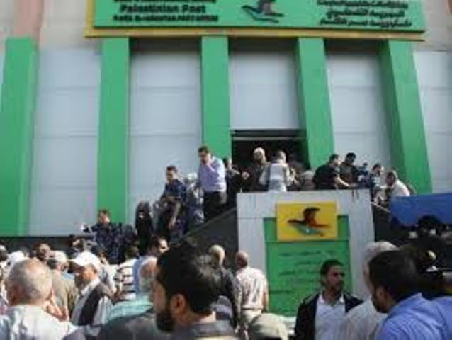 موعد صرف المساعدات المالية والغذائية للفقراء بغزّة