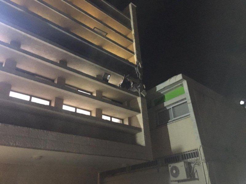 سقوط صاروخ على مبنى في سديروت دون اصابات
