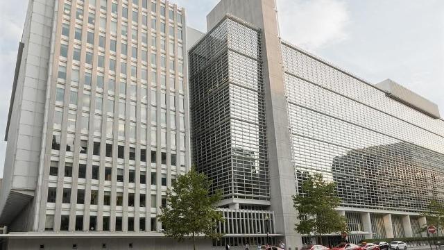 البنك الدولي يحذر : أزمة سيولة تواجهها السلطة الفلسطينية