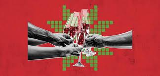 «كأني في مشهد سينمائي»... شباب من غزة يشربون الخمر للمرة الأولى