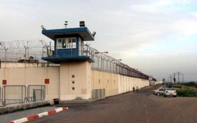 32 من أهالي معتقلي غزة يزورون أسرى نفحة