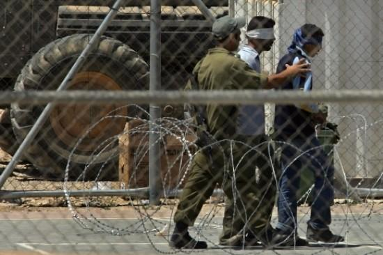 شؤون الأسرى : أكثر من 200 أسير في سجن ريمون يشرعون بالإضراب