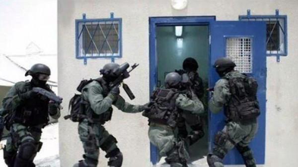 «الديمقراطية» تحذر من انفجار واسع في صفوف الأسرى في سجون الاحتلال