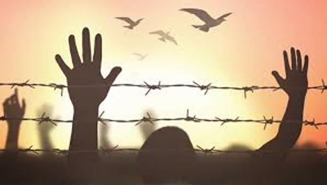 مركز: أوضاع قاسية للأسرى بسجن النقب نتيجة موجة الحر