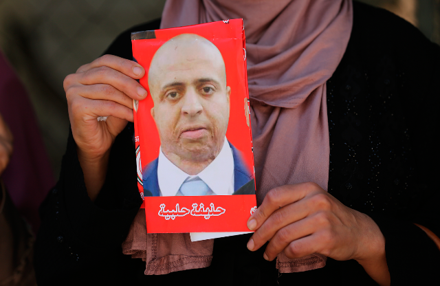 إعلام الأسرى : الأسير حذيفة حلبية يُعلق إضرابه بعد 67 يومًا