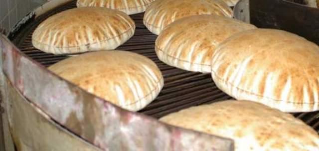 مع بقاء سعرها :  خفض وزن ربطة الخبز في غزة