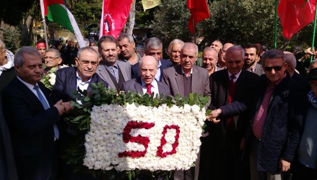 اكاليل ورد على اضرحة الشهداء في بيروت في الذكرى الخمسين لانطلاقة الجبهة الديمقراطية