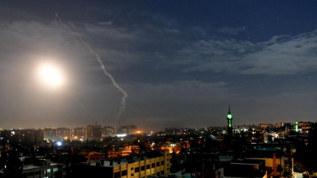 هارتس : إسرائيل تستغل أزمة كورونا لتصعيد الهجمات ضد إيران بسورية