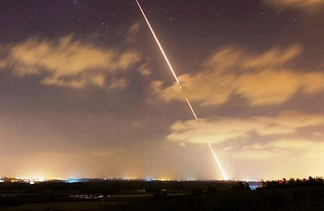 إطلاق صاروخين باتجاه تل أبيب