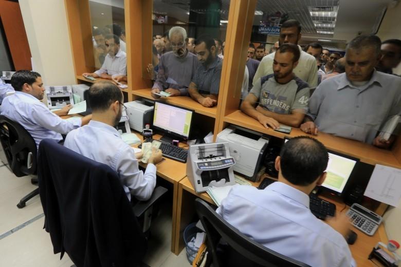 المالية بغزة تعلن موعد صرف رواتب الموظفين