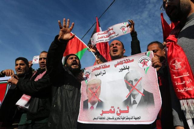 مسيرة ووقفة جماهيرية حاشدة لـ«الديمقراطية» بغزة رفضاً لـ«صفقة ترامب- نتنياهو»